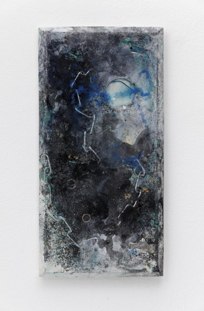 """Fredrix"" 2015, metal chain, magnifying glass, rings, gold leave, wire, canvas stretcher, plaster, pigment, resin, 31 x 61 x 3 cm"